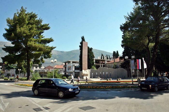 spomenik braniocima trebinja