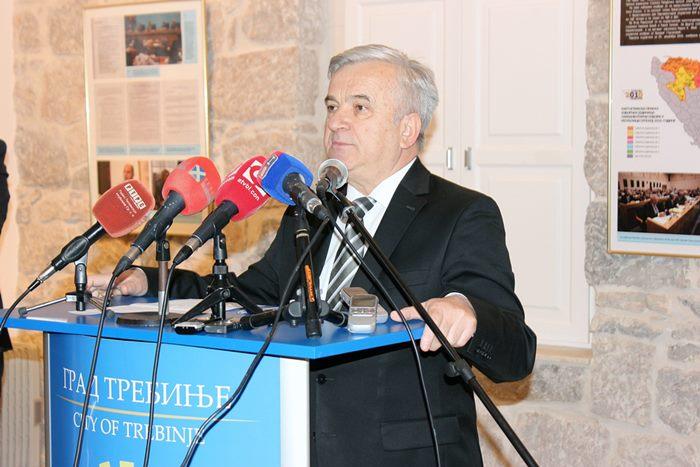 izlozba 25 godina narodne skupstine rs