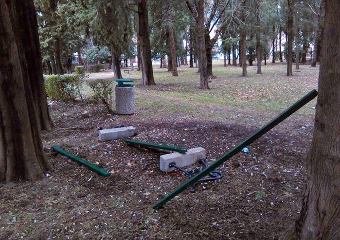 gradski park trebinje vandalizam (1)