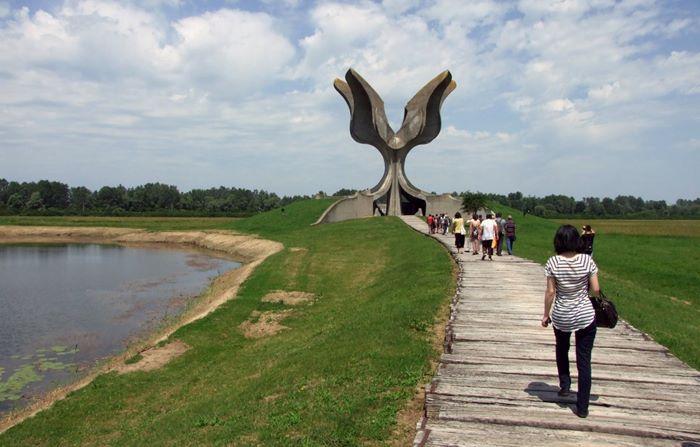 jasenovac logor spomenik