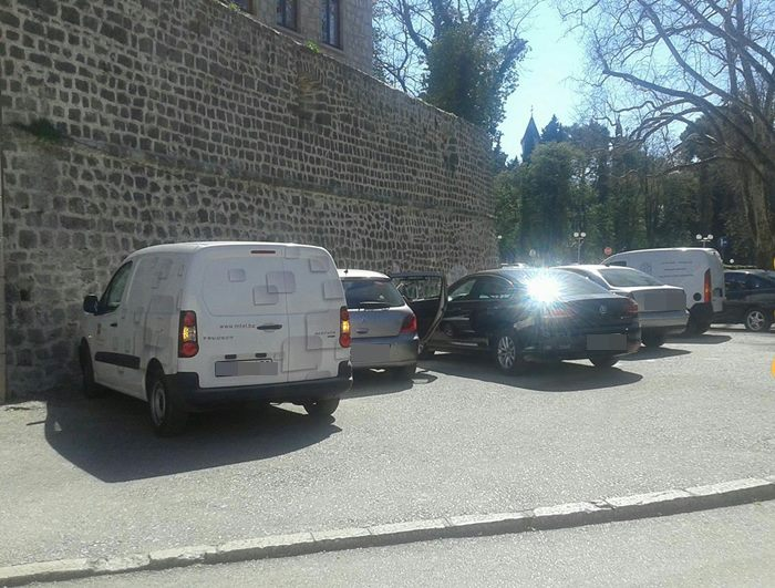 parking ispred starog grada (2)