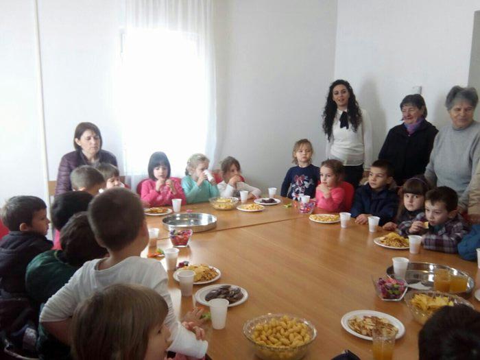 "Povodom 8. marta - Dana žena, Javna ustanova za predškolsko vaspitanje i obrazovanje ""Naša radost"" realizovala je niz radionica za mame i bake."