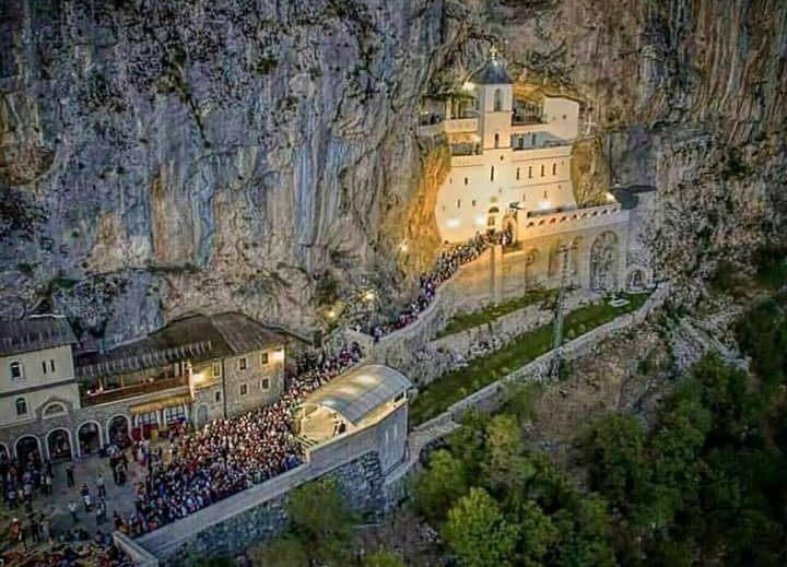 manastir ostrog vjernici