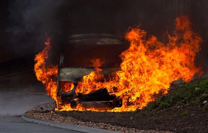 izgorio automobil