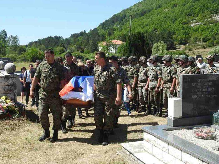 sahranjen pukovnik radoslav zubac