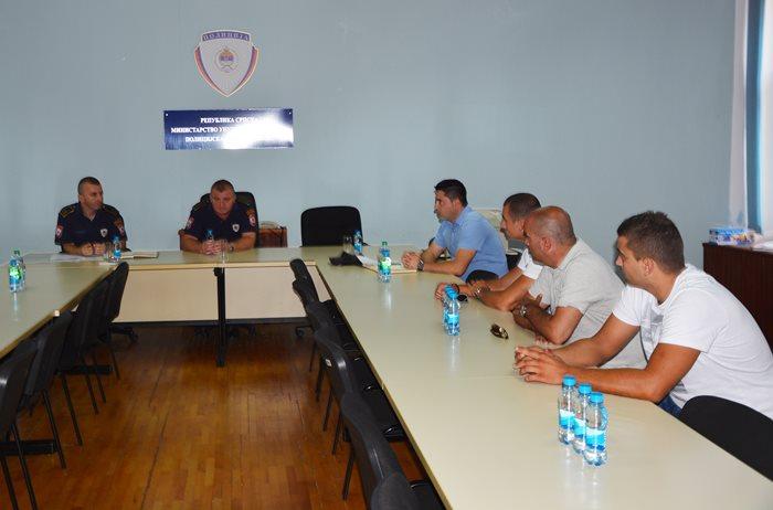 sastanak policija