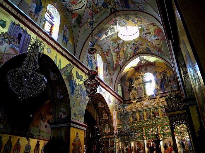 unutrasnjost manastira gora tavor