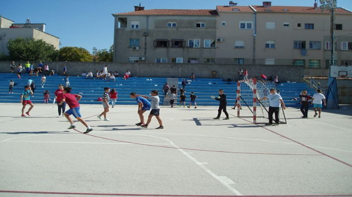 turnir mali fudbal sedmi razredi crveni krst (1)