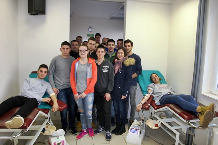 gimnazijalci darivanje krvi