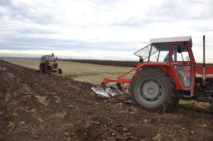 zemlja sjetva traktor